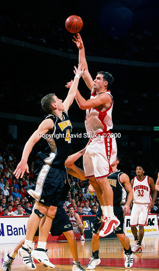 University of Wisconsin forward (15) Andy Kowske during the University of Milwuakee game at the Kohl Center on 12/16/00 in Madison, WI.  The Badgers beat Milwaukee 55-47. (Photo by David Stluka)
