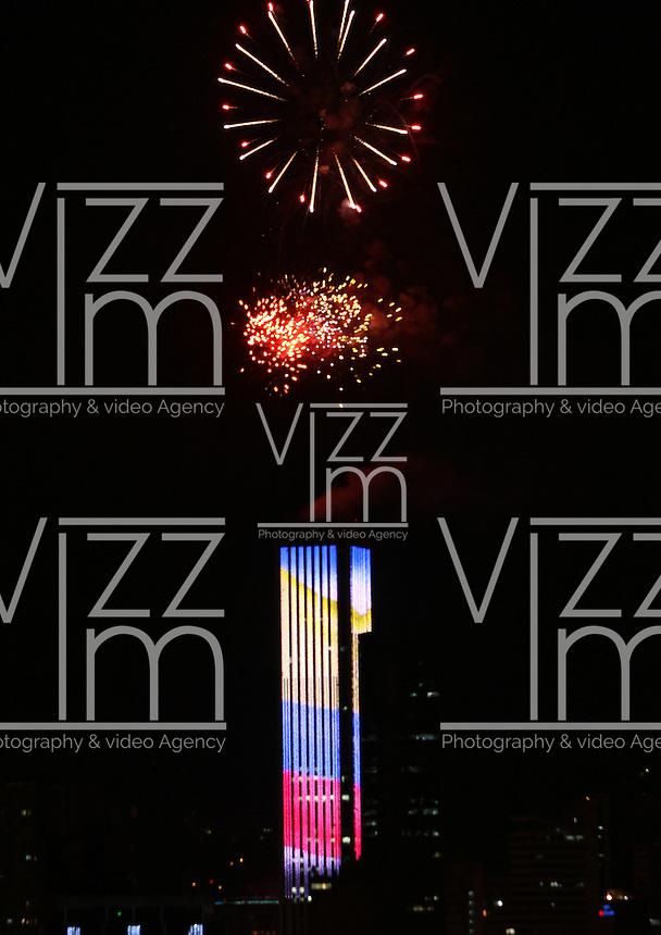 BOGOTA -COLOMBIA. 1-ENERO-2015<br /> . Con juegos pirotecnicos en la Torre  Colpatria la capital le dio la  bienvenida al a&ntilde;o 2015. / With fireworks in the capital Torre Colpatria welcomed 2015.Photo: VizzorImage/ Felipe Caicedo / Staff