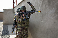 Soldiers of the Afghan National Army (ANA) are training in the Special Forces Commando base in the outskirt of Kabul. This exercices is for searching inside houses of the ennemies, Kabul, Afghanistan, 4th November 2017.<br /> <br /> Des soldats de l'armée nationale afghane (ANA) s'entraînent dans la base du commando des forces spéciales dans la banlieue de Kaboul. Cet exercice est destiné à la fouille des maisons de l'ennemi, Kaboul, Afghanistan, le 4 novembre 2017.