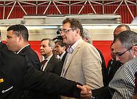 ATENCAO EDITOR FOTO AMBRAGADA PARA VEICULO INTERNACIONAL - SAO PAULO, SP, 28 NOVEMBRO 2012 - VISITA FIFA AO ITAQUERAO - secretário-geral da Fifa, Jérome Valcke ao lado do Ministros Aldo Rebelo e dos ex jogadores e membros do COl Ronaldo Nazario e Bebetodurante embarque da comitiva da Fifa de metrô da estação da Luz em São Paulo (SP), na manhã desta quarta-feira (28), com chegada à estação Corinthians/Itaquera. A comitiva da Fifa vistoria as obras da Arena Corinthians, em Itaquera, zona leste. FOTO: VANESSA CARVALHO - BRAZIL PHOTO PRESS.