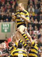 Leicester, ENGLAND, Lawrence Dallaglio, collects the line out ball during the Guinness Premiership Rugby match,  Leicester Tigers vs London Wasps, at Welford Road. © Peter Spurrier/Intersport-images.com.