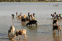 BURKINA FASO Djibo, Wasserstelle fuer menschen und Tiere /.BURKINA FASO Djibo, water reservoir for people and cattle