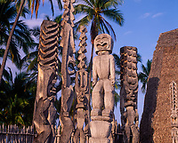 Hawaiian Tiki Carvings, Wood Statues, Place of Refuge, Pu'uhonua o Honaunau National Historical Park, Kona, Big Island, Hawaii, USA.
