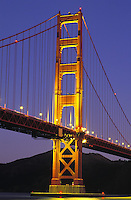 USA, California, San Francisco. Golden Gate Bridge at dus
