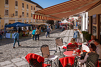 Oesterreich, Niederoesterreich, Kulturlandschaft Wachau - UNESCO Weltkultur- und Naturerbe, Melk: Altstadt,  Rathausplatz, Wieser Café und Shop | Austria, Lower Austria, Wachau Cultural Landscape - UNESCO World's Cultural and Natural Heritage, Melk: Old Town, Townhall Square, Wieser café & shop
