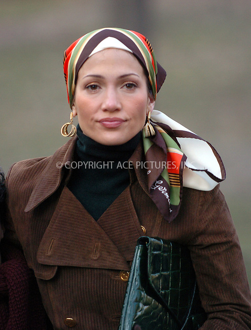 "WWW.ACEPIXS.COM . . . . .  ....January 4 2006, New York City....Jennifer Lopez and her hsuband Marc Anthony were on the set of thire new movie"" El Cantante"" in Manhattan's Central Park.........Please byline: AJ Sokalner - ACEPIXS.COM.... *** ***..Ace Pictures, Inc:  ..Philip Vaughan (212) 243-8787 or (646) 769 0430..e-mail: info@acepixs.com..web: http://www.acepixs.com"