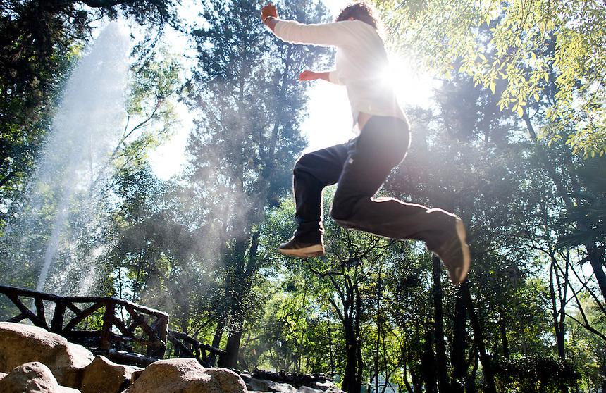 Brako Alvarado practicing Parkour in Parque Mexico, Condesa, MExico DF