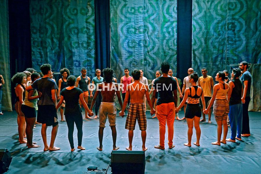Ensaio do grupo de dança Pelagos no CEU Campo Limpo. Sao Paulo. 2015. Foto de Marcia Minillo.
