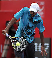 BOGOTA- COLOMBIA 23-07-2015: Rajeev Ram de Estados Unidos devuelve la bola a Adrian Mannarino de Francia, durante partido del ATP Claro Open Colombia de Tenis en las canchas del Centro de Alto rendimiento en Altura en la ciudad de Bogota. / Rajeev Ram of United States returns the ball to Adrian Mannarino de France during a match to the ATP Claro Open Colombia of Tennis in the courts of the High Performance Center in Altura in Bogota City. Photo: VizzorImage / Luis Ramirez / Staff.