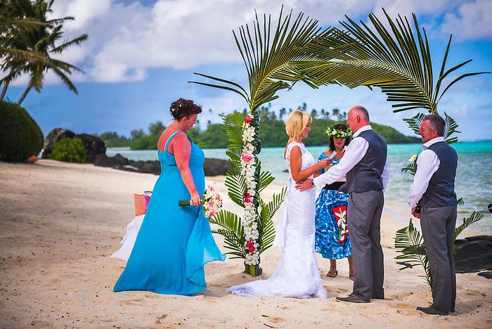 Tropical Beach Wedding At Rumours Luxury Villas Muri Rarotonga Cook Islands