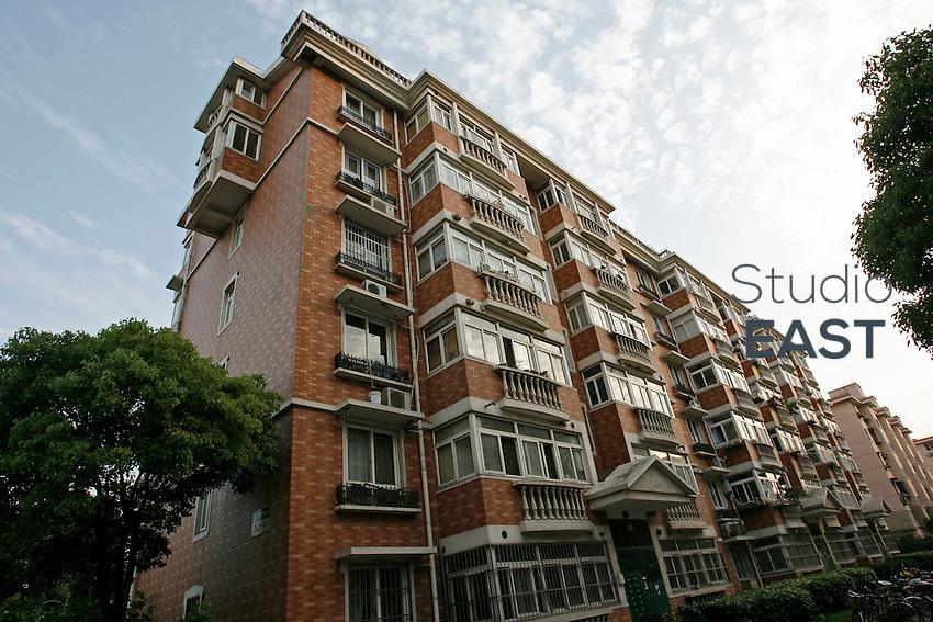 La résidence où vit la famille Li est située à Baoshan, à 35 km du centre-ville de Shanghai, dans une banlieue populaire, symbolique de la nouvelle Chine, le 10 mai 2008. Photo par Lucas Schifres/Pictobank