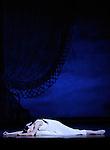 ONEGUINE..Choregraphie : CRANKO John.Mise en scene : CRANKO John.Compositeur : TCHAIKOVSKI Piotr Ilyitch.Decor : ROSE Jurgen.Lumiere : BJARKE Steen.Costumes : ROSE Jurgen.Avec :.CIARAVOLA Isabelle.Lieu : Opera Garnier.Ville : Paris.Le : 15 04 2009.© Laurent PAILLIER CDDS Enguerand
