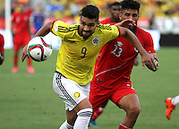 BARRANQUILLA  - COLOMBIA - 8-10-2015: Falcao Garcia  jugador de la seleccion Colombia  disputa el balon con Ballon Josepmir de la seleccion Peru durante primer partido  por por las eliminatorias al mundial de Rusia 2018 jugado en el estadio Metropolitano Roberto Melendez  / : Falcao Garcia   player of Colombia  fights for the ball with Ballon Josepmir of selection of Peru during first qualifying match for the 2018 World Cup Russia played at the Estadio Metropolitano Roberto Melendez. Photo: VizzorImage / Felipe Caicedo / Staff.