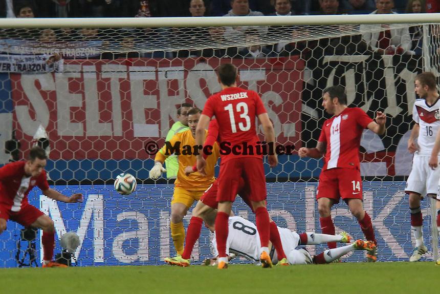 Seitfallzieher von Andre Hahn wird geblockt - Deutschland vs. Polen, WM-Vorbereitung Testspiel, Imtech Arena Hamburg