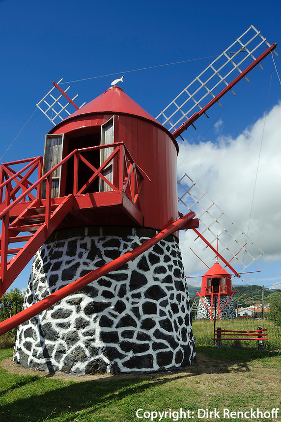 Windmühle auf Monte Espalamaca auf der Insel Faial, Azoren, Portugal