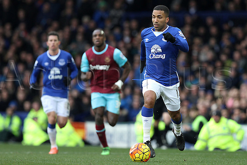 05.03.2016. Goodison Park, Liverpool, England. Barclays Premier League. Everton versus West Ham. Aaron Lennon of Everton runs with the ball.