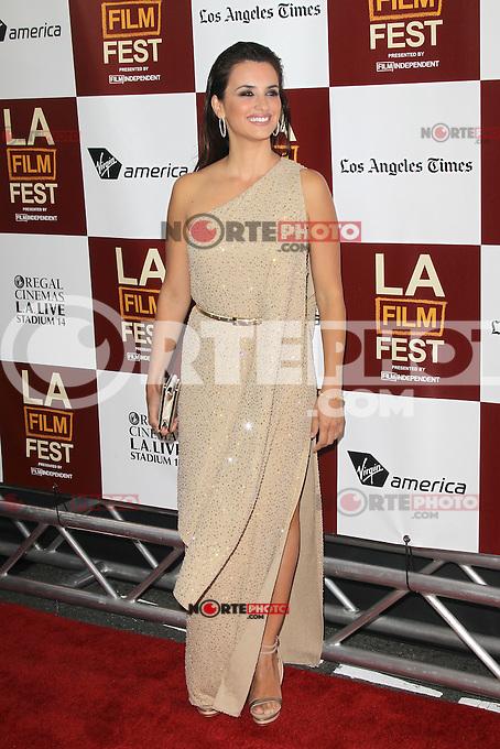Penelope Cruz at Film Independent's 2012 Los Angeles Film Festival Premiere of 'To Rome With Love' at Regal Cinemas L.A. LIVE Stadium 14 on June 14, 2012 in Los Angeles, California. &copy;&nbsp;mpi21/MediaPunch Inc. NORTEPHOTO.COM<br /> NORTEPHOTO.COM<br /> *credito*obligatorio*<br /> *SOLO*VENTA*EN*MEXICO*