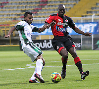 BOGOTA -COLOMBIA- 2 -09-2013. Wilson Morelo ( Izq) de La Equidad FC disputa el balon contra  Walter Moreno (Der) del Cucuta Deportivo ,  partido correspondiente a la octava  fecha de la  Liga Postobon segundo semestre disputado en el estadio de Techo     /  Equidad FC Wilson Morelo  ( L) dispute the ball against Walter Moreno Deportivo Cucuta Walter Moreno (R) , game for the eighth day of the second semester Postobon League match at the Techo Stadium .Photo: VizzorImage / Felipe Caicedo / Sttaff