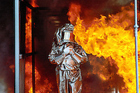 - APT, accident-prevention and antifire school for personnel employed in dangerous jobs, fire crossing  with approach  coverall....- APT, scuola antincendi ed antinfortunistica per personale addetto a lavori pericolosi, attraversamento fuoco con tuta ignifuga