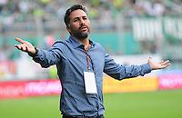 CALI - COLOMBIA -22-10-2016: Mario A Yepes, técnico de Deportivo Cali, durante partido entre Deportivo Cali y Atletico Junior por la fecha 17 de la Liga Aguila II-2016, jugado en el estadio Deportivo Cali (Palmaseca) de la ciudad de Cali. / Mario A Yepes, coach of Deportivo Cali, photo during a match between Deportivo Cali and Atletico Junior, for the date 17 for the Liga Aguila II-2016 at the Deportivo Cali (Palmaseca) stadium in Cali city. Photo: VizzorImage  / Nelson Rios / Cont.