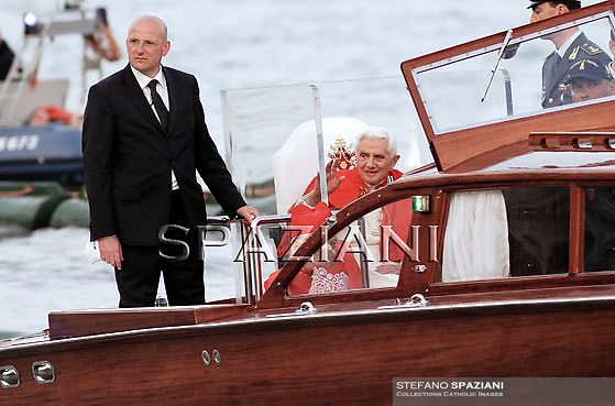 Pope Benedict XVI Domenico Giani personal bodyguard  arrives to meet citizens at St Mark's square in Venice during his pastoral visit to Aquilea and Venice, in Venice, Italy, 07 May 2011.