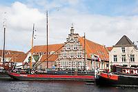 Nederland  Leiden  2016 05 15. De Stadstimmerwerf ( met de rood-witte luiken )  aan het Galgewater.  Foto Berlinda van Dam /  Hollandse Hoogte