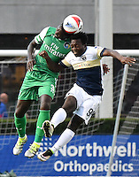 HEMPSTEAD - USA. 13-07-2016: David Ochieng (Izq) jugador del New York Cosmos disputa el balón con Charles Eloundou (Der) jugador de Jacksonville Armada FC durante partido por la temporada de otoño 2016 de la North American Soccer League (NASL) jugado en el estadio James M. Shuart Stadium de la ciudad de Hempstead, NY./ David Ochieng (L) player of New York Cosmos vies for the ball with Charles Eloundou (R) player of Jacksonville Armada FC during match for the fall season 2016 of the  North American Soccer League (NASL) played at James M. Shuart Stadium in Hempstead, NY. Photo: VizzorImage/ Gabriel Aponte / Staff
