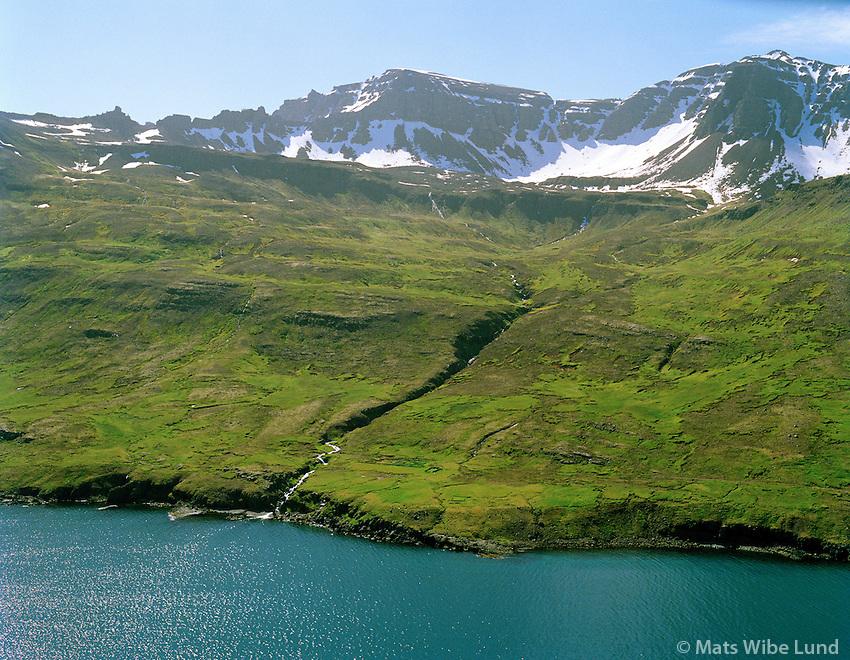 Gilsá, Gilsártangi séð til suðurs. Ormsstadatindur í bakgrunni. Mjóafjarðarhreppur /  Gilsa, Gilsartangi viewing south. Mount Ormsstadatindur in background, Mjoafjardarhreppur