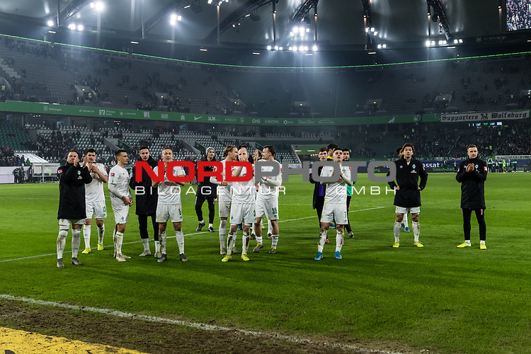 01.12.2019, Volkswagen Arena, Wolfsburg, GER, 1.FBL, VfL Wolfsburg vs SV Werder Bremen<br /> <br /> DFL REGULATIONS PROHIBIT ANY USE OF PHOTOGRAPHS AS IMAGE SEQUENCES AND/OR QUASI-VIDEO.<br /> <br /> im Bild / picture shows<br /> Werder Bremen bejubelt Auswärtssieg bei VfL Wolfsburg, <br /> <br /> Foto © nordphoto / Ewert
