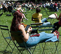 A reader uses her Amazon Kindle electronic book in Bryant Park in New York on Thursday, June 7, 2012 (© Richard B. Levine)
