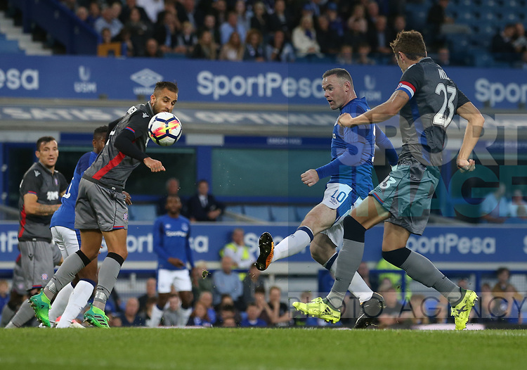 Wayne Rooney of Everton takes a shot during the Europa League Qualifying Play Offs 1st Leg match at Goodison Park Stadium, Liverpool. Picture date: August 17th 2017. Picture credit should read: David Klein/Sportimage
