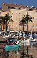 France/Corse/Corse-du-Sud/2A/Ajaccio: Le port et pointus rentrant de la pêche