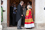Spanish King Juan Carlos (C) and Mexican journalist Elena Poniatowska walk after a ceremony to present Poniatowska the 2013 Cervantes Prize Literature prize at Alcala University in Madrid, Spain. April 23, 2014. (ALTERPHOTOS/Victor Blanco)