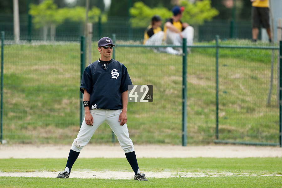 21 May 2009: Christophe Goniot of Savigny is seen coaching during the 2009 challenge de France, a tournament with the best French baseball teams - all eight elite league clubs - to determine a spot in the European Cup next year, at Montpellier, France.