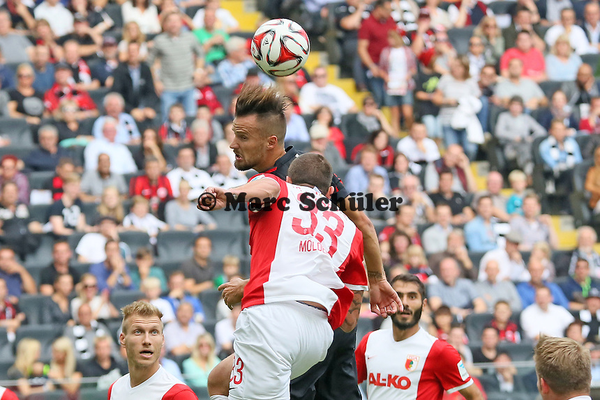 Kopfball Haris Seferovic (Eintracht) gegen Sascha Mölders (Augsburg) - Eintracht Frankfurt vs. FC Augsburg, Commerzbank Arena