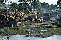 Asie/Birmanie/Myanmar/Haute Birmanie/Mandalay: Habitat sur le port