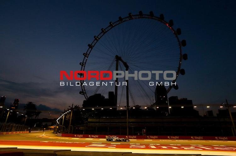 19.-22.09.2013, Marina-Bay-Street-Circuit, Singapur, SIN, F1, Grosser Preis von Singapur, Singapur, DHL Branding - Nico Huelkenberg (GER), Sauber F1 Team <br /> for Austria &amp; Germany Media usage only!<br />  Foto &copy; nph / Mathis