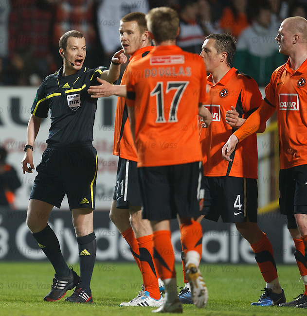 Willie Collum takes no nonsense from Dundee Utd this evening