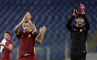 Calcio, Serie A: Roma, stadio Olimpico, 25 ottobre 2017.<br /> Roma's players celebrate after winning 1-0 the Italian Serie A football match between AS Roma and Crotone at Rome's Olympic stadium, October 25, 2017.<br /> UPDATE IMAGES PRESS/Isabella Bonotto