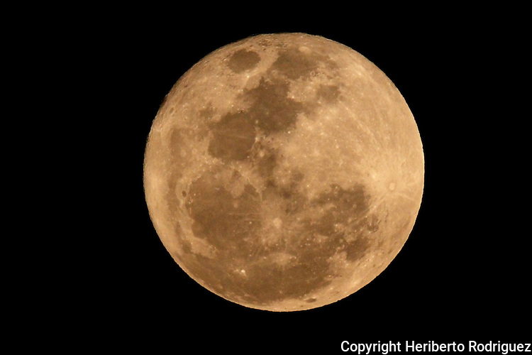 A general view of the full moon in Mexico City, March 19, 2011. Photo by Heriberto Rodriguez