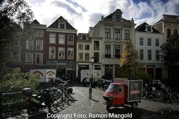 Utrecht.NFF 2008 - Nederlands Filmfestival.20081001.Foto: Ramon Mangold.Filmfestivalwagentje op de Oude Gracht.