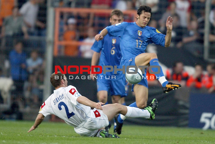 U21 - EM 2004 - Finale<br /> <br /> Serbien und Montenegro vs. Italien<br /> <br /> Giandomenico Mesto (rechts) von Italien im Zweikampf mit <br /> <br /> Dragan Stancic (am Boden) von Serbien und Montenegro.<br /> <br /> Foto &copy; nordphoto - Ruediger Lampe<br /> <br /> <br /> <br /> <br /> <br /> <br /> <br />  *** Local Caption *** Foto ist honorarpflichtig! zzgl. gesetzl. MwSt.<br /> <br />  Belegexemplar erforderlich<br /> <br /> Adresse: nordphoto<br /> <br /> Georg-Reinke-Strasse 1<br /> <br /> 49377 Vechta