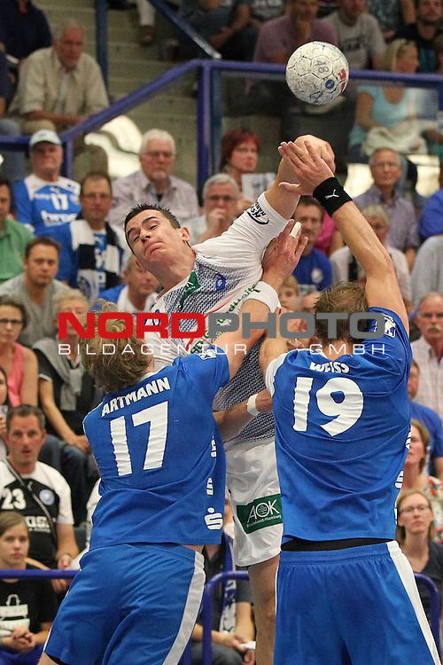 04.09.2013, Klingenhalle Solingen, Solingen, GER, HBL,  Bergischer HC vs HSV Handball, im Bild<br /> Zarko Markovic (Hamburg #77 / MNT) (mi.) gegen Jan Artmann (Bergischer HC #17) (li.) und Maximilian Wei&szlig; (Bergischer HC #19) (re.) <br /> <br /> Foto &copy; nph / Mueller