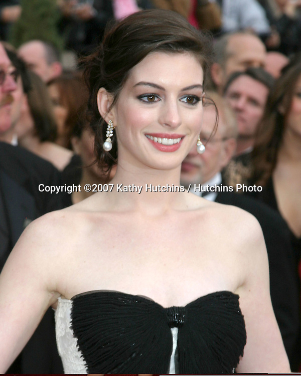 Anne Hathaway.79th Annual Academy Awards.Kodak Theater .Hollywood & Highland.Hollywood, CA.February 25, 2007.©2007 Kathy Hutchins / Hutchins Photo....