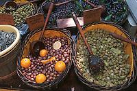 Europe/France/Languedoc-Roussillon/30/Gard/Uzès: Détail étal d'olives sur le marché place aux Herbes