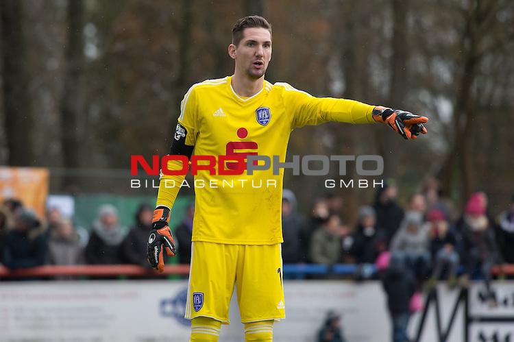14.11.2015, Jahn Stadion, Dinklage, GER, FSP, VFL Osnabrueck vs 1. FC ST. Pauli, im Bild<br /> <br /> Frank Lehmann (Osnabr&uuml;ck #1)<br /> Einzelaktion, Halbk&ouml;rper / Halbkoerper<br /> Gestik, Mimik,<br /> <br /> Foto &copy; nordphoto / Kokenge