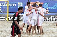 RAVENNA, ITALIA, 08 DE SETEMBRO DE 2011 - COPA DO MUNDO DE BEACH SOCCER - Jogadores da Rússia, comemora apos de partida contra o México, válida pelas quartas de final da Copa do Mundo de Beach Soccer, no Estádio Del Mare, em Ravenna, Itália, nesta quinta-feira (8). FOTO: VANESSA CARVALHO - NEWS FREE