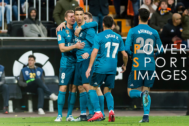 Toni Kroos of Real Madrid (L) celebrates after scoring his goal with his teammates during the La Liga 2017-18 match between Valencia CF and Real Madrid at Estadio de Mestalla  on 27 January 2018 in Valencia, Spain. Photo by Maria Jose Segovia Carmona / Power Sport Images