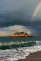 Europe/France/Bretagne/35/Ille et Vilaine/Env de Cancale, Saint-Coulomb : L'anse Du Guesclin  et Le Fort du Guesclin construit sur un îlot, l'île du Guesclin  Léo Ferré qui y résida  // France, Ille et Vilaine, cote d'emeraude (Emerald Coast), Cancale  surroundings, St Coulomb: Fort Du Guesclin
