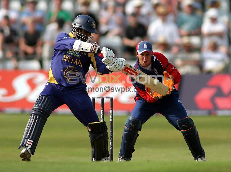 PICTURE BY VAUGHN RIDLEY/SWPIX.COM -  Cricket - Natwest Series - England v Sri Lanka - Headingley, Leeds, England - 01/07/06...? Simon Wilkinson - 07811 267706...Sri Lanka's Upul Tharanga hits a four to add to his final total of 109.